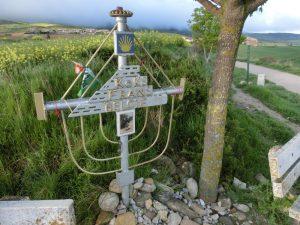 鉄パイプで作られた十字架