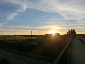 反対側からは朝日が昇ってきた