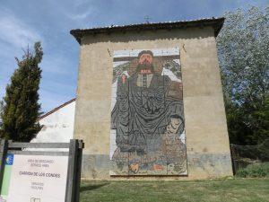 町の入り口にあるキリストの壁画