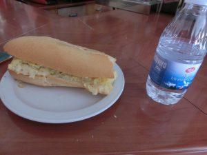 昼食のボカディージョ