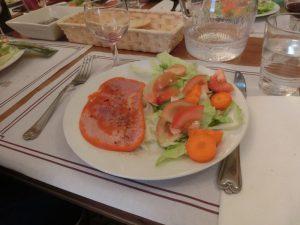 夕食のサラダとハム