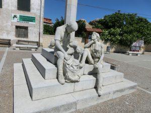 巡礼者の彫刻