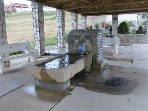 水道のあるベンチで一休み