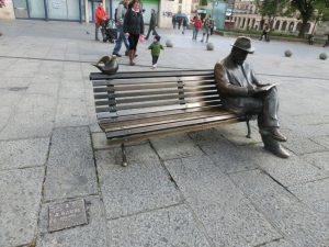 銀行の前に置かれていたガウディ像