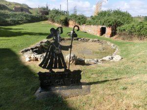 鉄板で作られた巡礼者の像