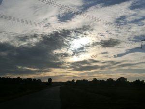 明け方は雲が多かった