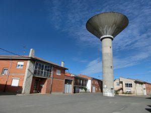 巨大な給水塔