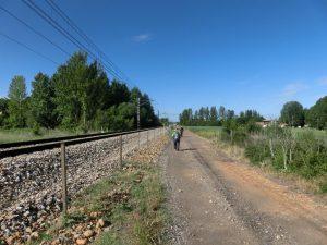 線路沿いに歩く
