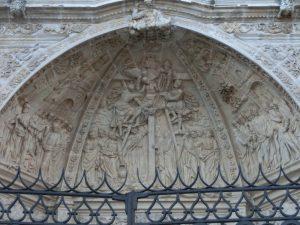 入り口の彫刻