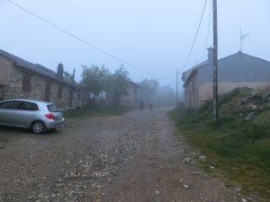 霧に包まれた町の中