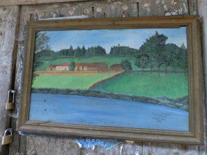 民家の壁に掛かっていた絵画