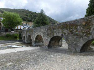 川に架かる橋