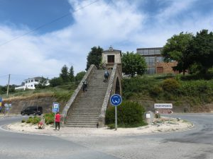 この階段がきついのです