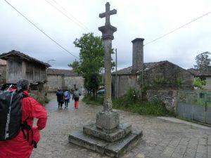 集落の中心にあった十字架