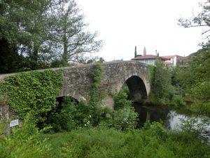 橋を渡ってメリデの町へ