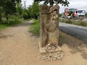 サンティアゴの入り口を示す石碑