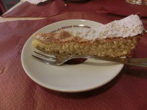 デザートのタルタ・デ・サンティアゴ