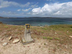 石碑とムシアの海