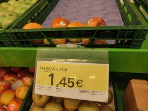 スーパーのフジリンゴ