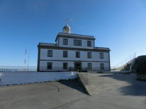 岬の先端に立つ灯台