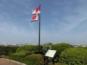 「コクリコ坂から」の旗