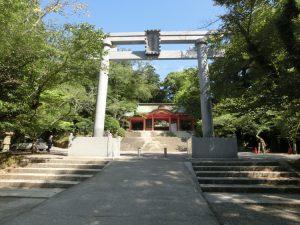 鳥居と総門