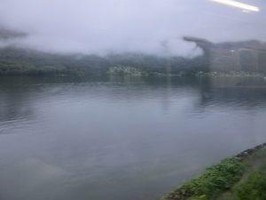 車窓から見た湖