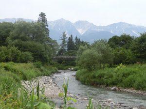 大出の吊橋と白馬の山々