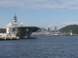 巨大な艦船