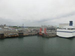 苫小牧港が近づく