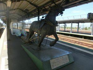 岩見沢駅の馬の像