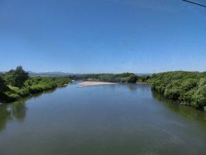 大きな川を渡る