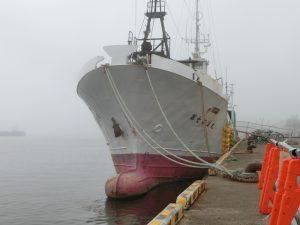 大きな漁船