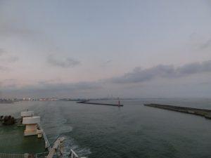 港を離れる